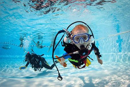 Children in pool doing PADI Discover Scuba Diving