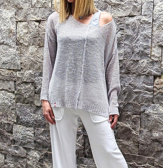 Knit blouse front seam