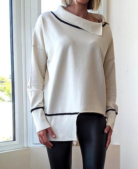 Ασύμμετρη μακρυμάνικη μπλούζα με γυριστό λαιμό