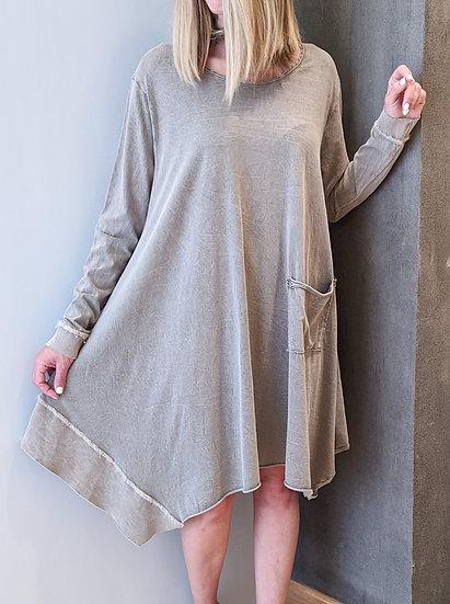 Ασύμμετρο μακρυμάνικο φόρεμα