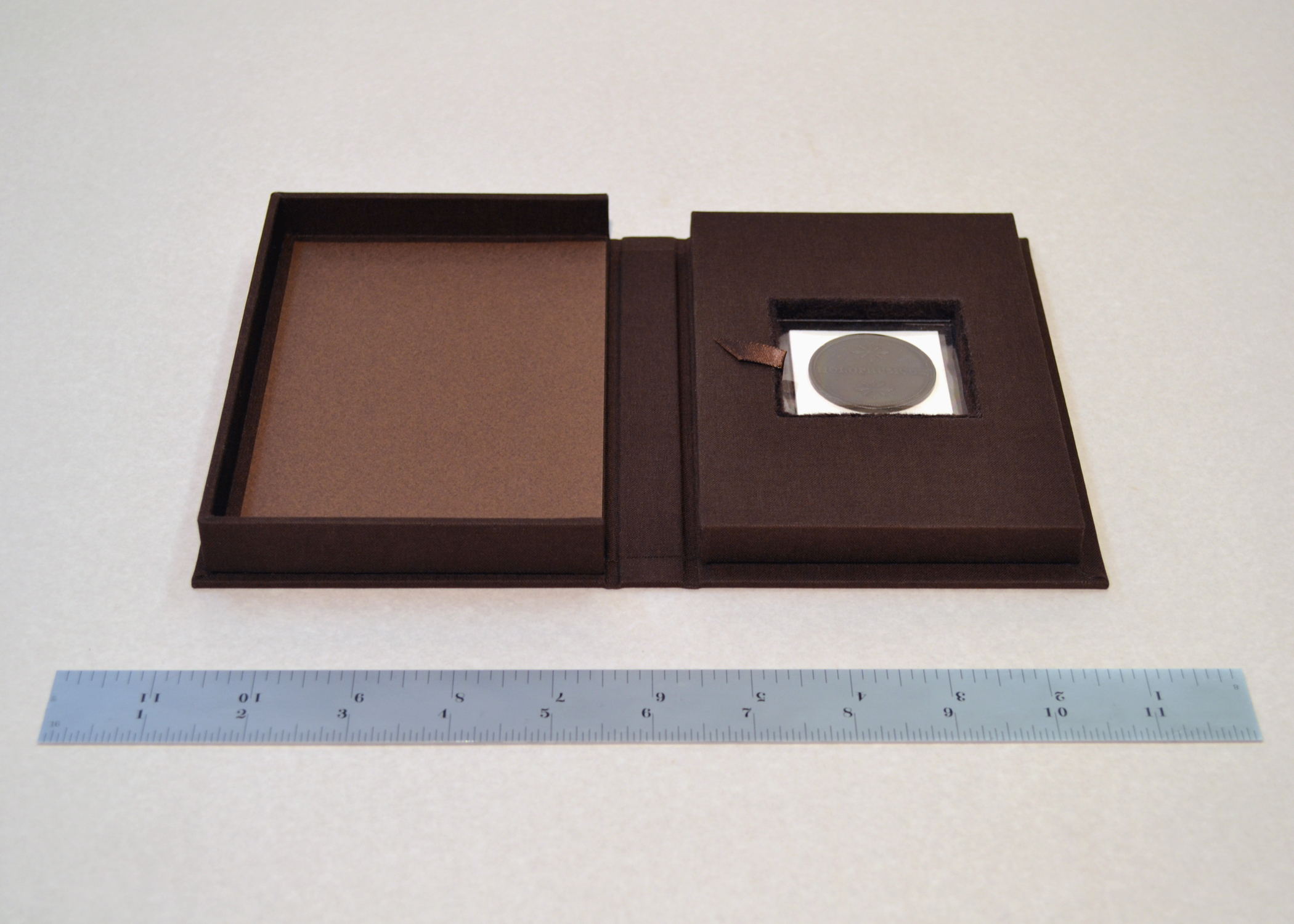 Clamshell Box for Coin