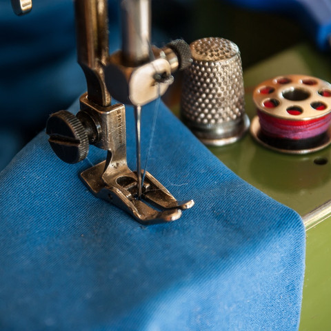 color-blue-sewing-machine-art-couture-th