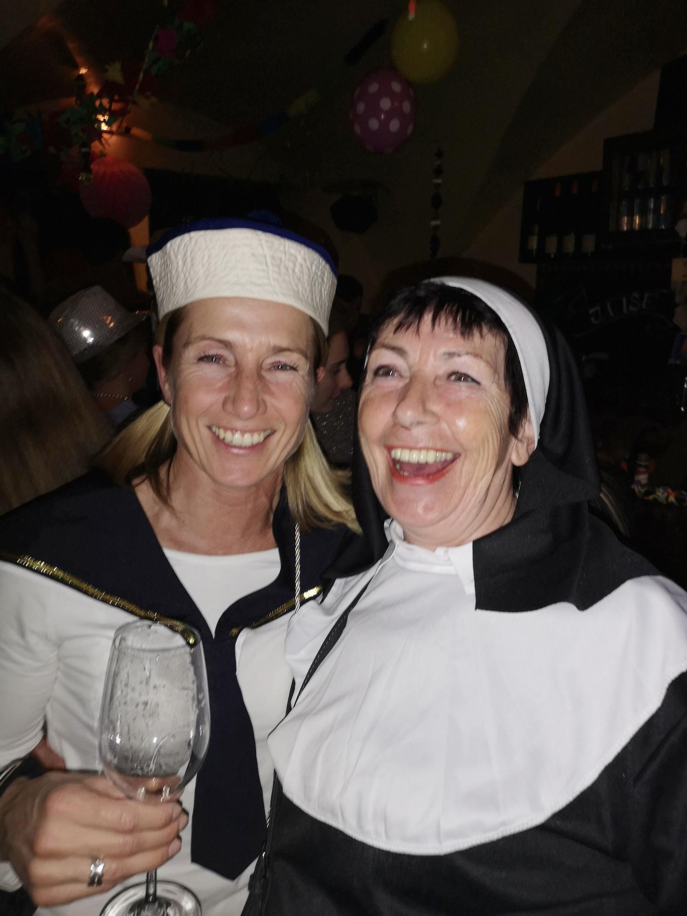 Seefrau mit Nonne