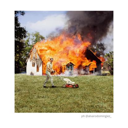 La casa en llamas: renuncia y abandono