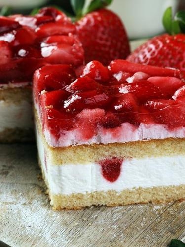 vanilla strawberry stack.jpg