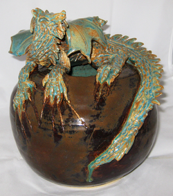 Dragon on mole round pot