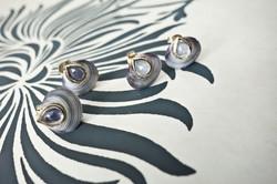 Post earrings - Blue Venus