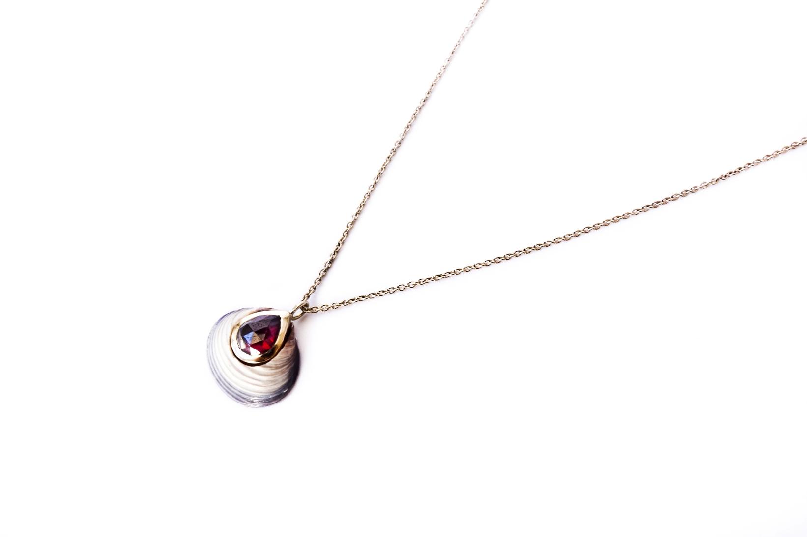 Blue Venus necklace - Garnet
