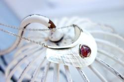 White Pearl sautoir  - Garnet