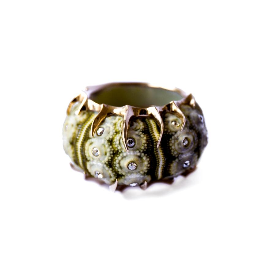 Moss Velvet Claw ring