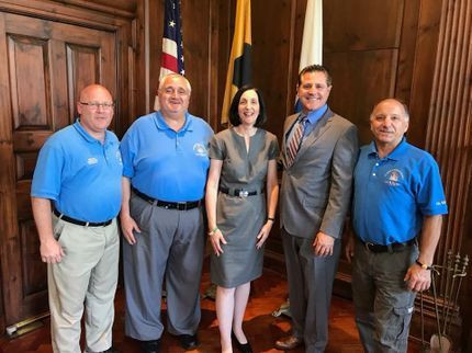 Society Officers met with Mayor Fuller to prepare for the Festival.