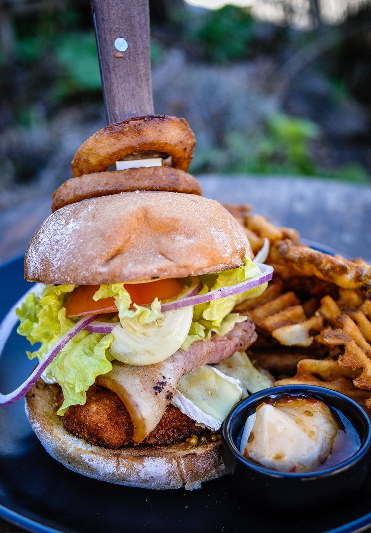 Chatto_Creek_Tavern_Burger.jpg