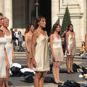 Bivše stjuardese Alitalie izvele su neobičan prosvjed kako bi iskazale svoje stavove...