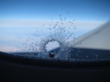 Zašto zrakoplovi imaju rupicu na prozoru?