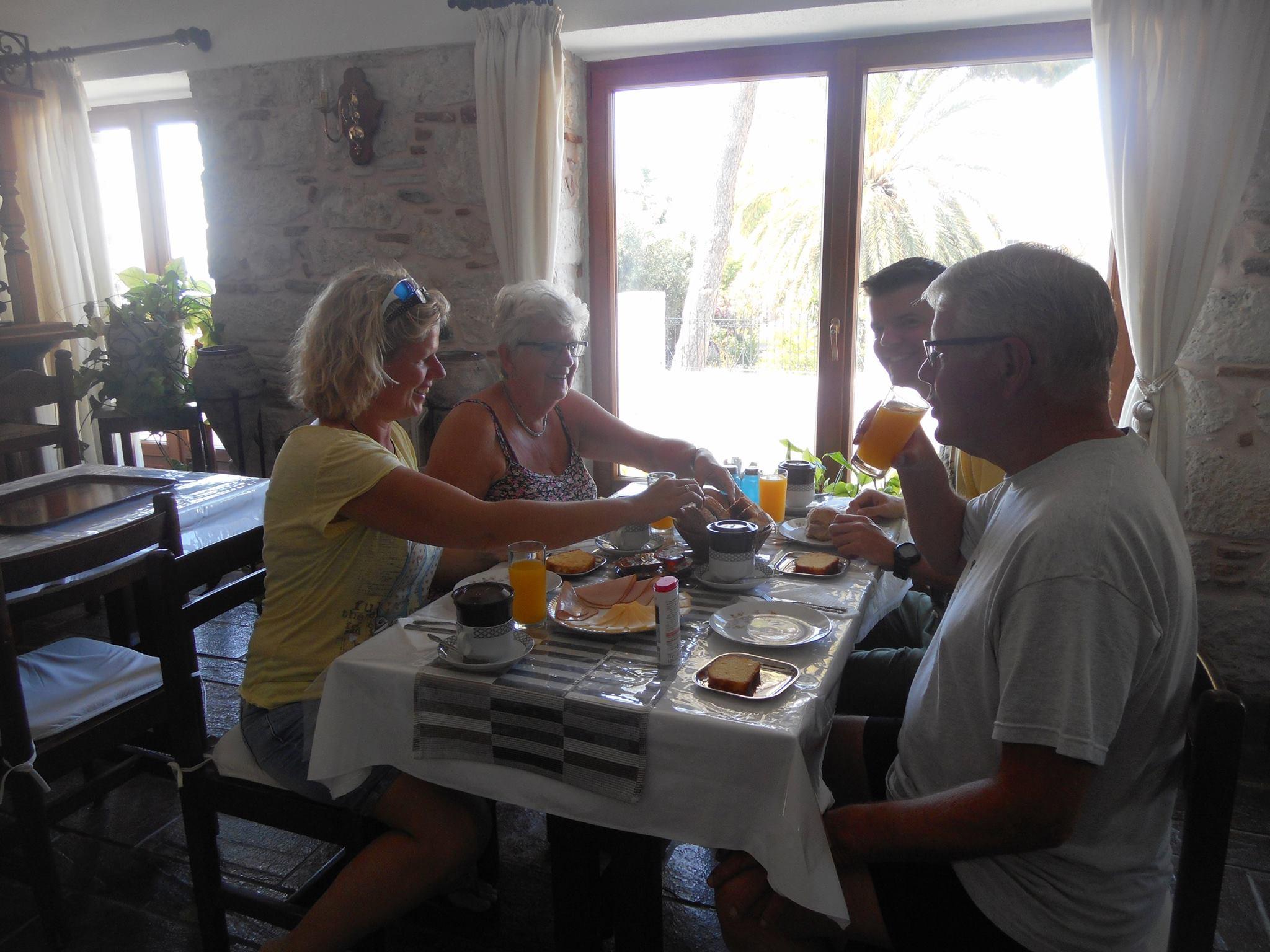 Breakfast Pythais