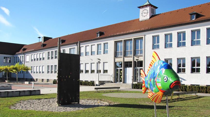 Frontansicht Marien-Grundschule Tirschenreuth