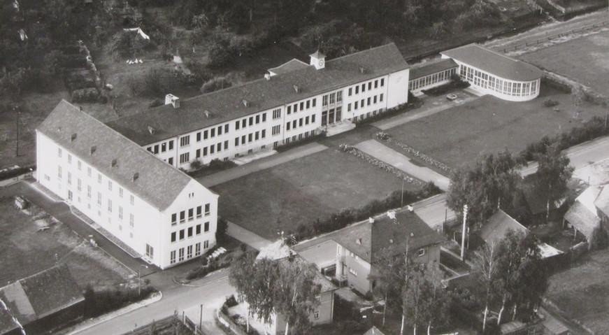Historische Gebäudeansicht Marien-Grundschule Tirschenreuth