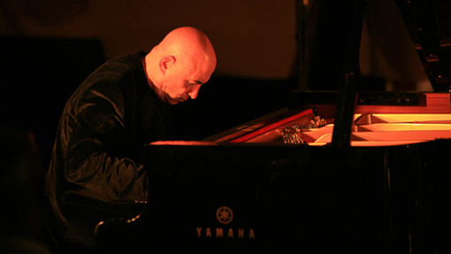 Mike Garson Shares Stories of His Time With David Bowie, Smashing Pumpkins, Nine Inch Nails and More