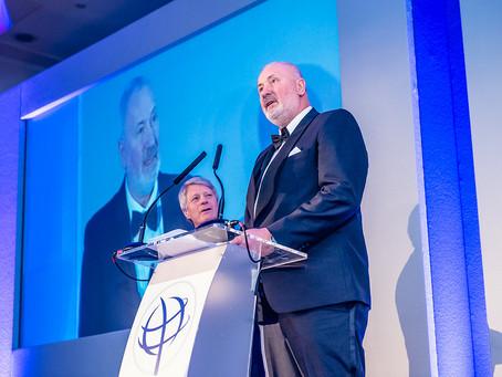 Jon Jacobsen delte ut pris i UK OSPA's