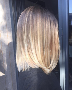 Coupe balayage blond froid