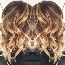 ⭐️Love my job ⭐️#Balayage #blond #blondie #mask #ashtoner #brushingwavy #wavyhair #lovemyjob #love #