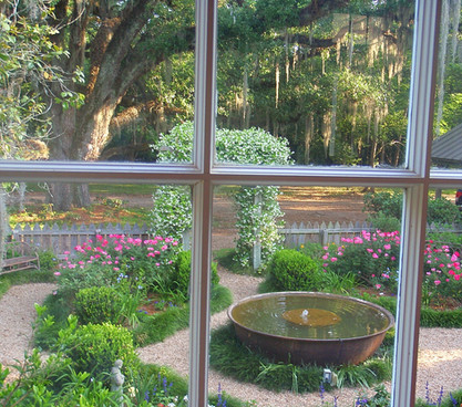 Beatiful Patio Garden With Sugar Kettle Fountain