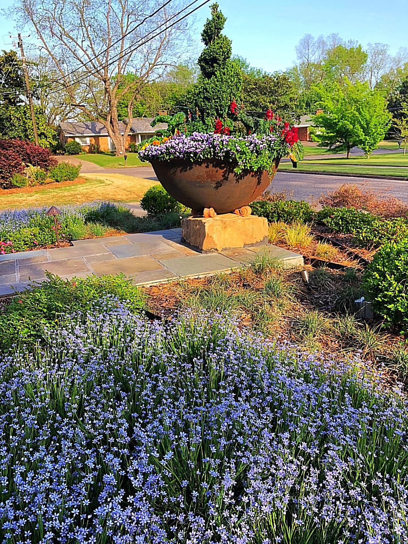 Sugar Kettle Landscape Planter View 3