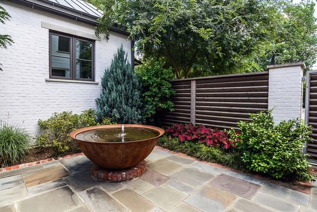 Elegant Courtyard Setting