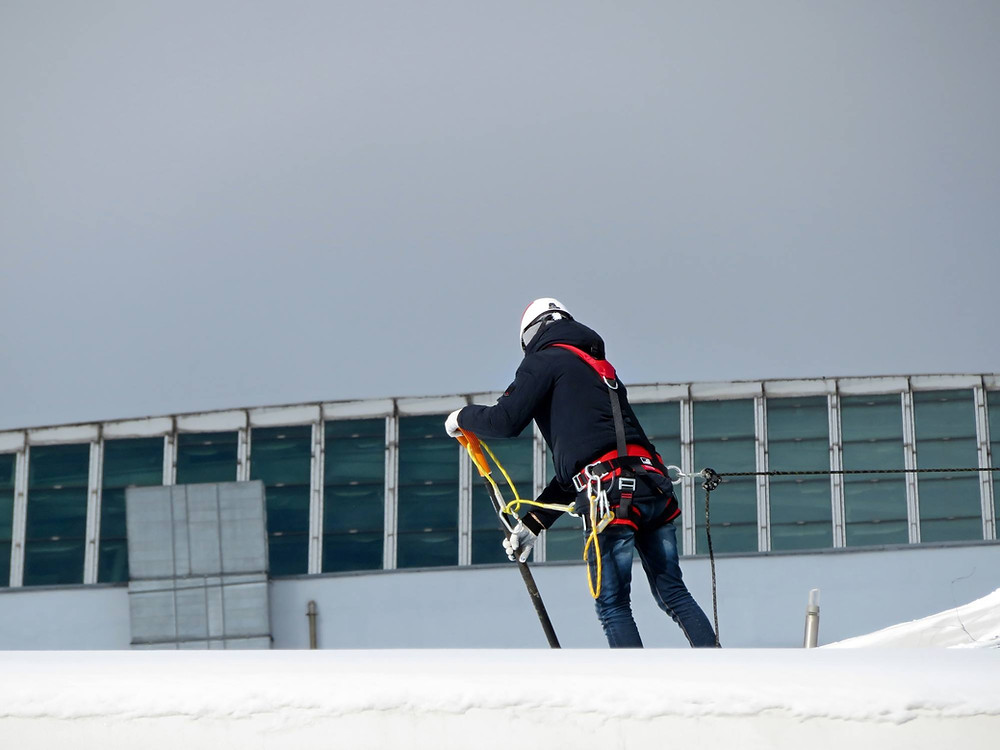 commercial roof snow removal