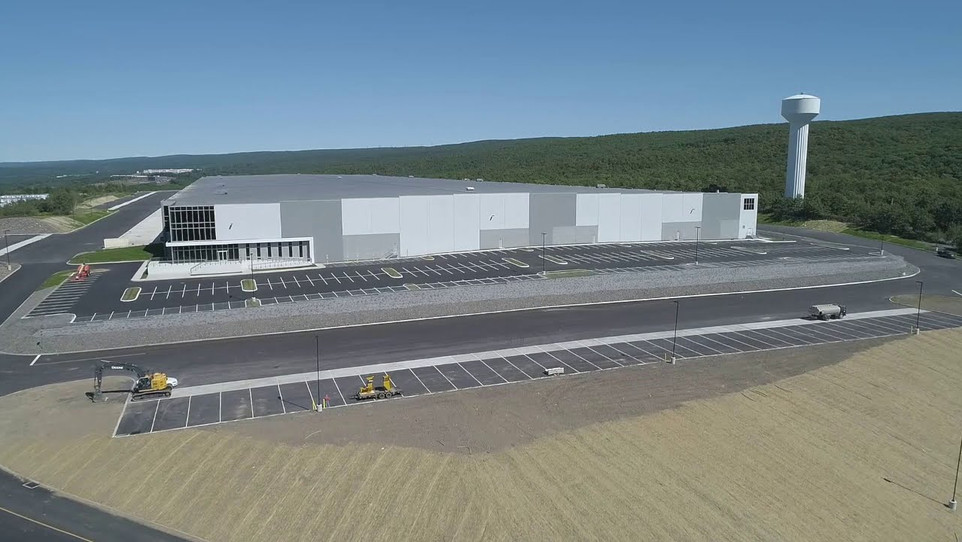 1,028,100 SF of roofing at Valley View Trade Center