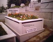 tek kişilik şeritli mezar