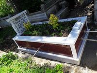 tek kişilik sutunlu grenit mezar