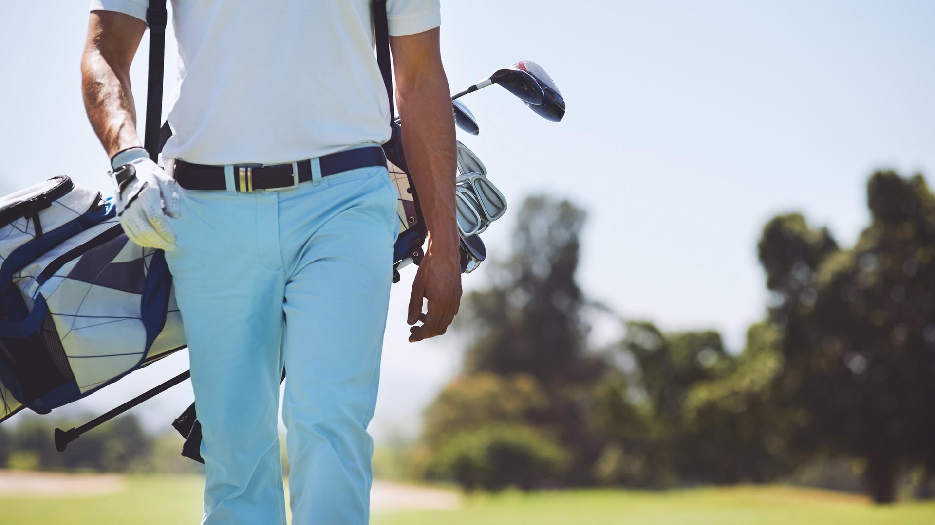 高爾夫球員行走