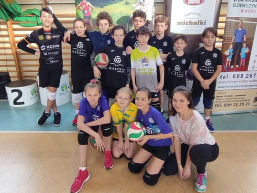 Turnieju Charytatywnym Mini Siatkówki Dziewcząt i Chłopców w Głuszycy