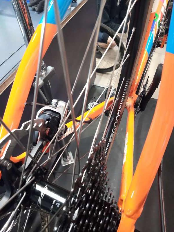 DT Swiss sur moyeu Shimano 105