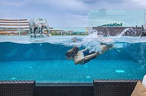 samantha sendor chiang mai thailand akyra manor rise pool