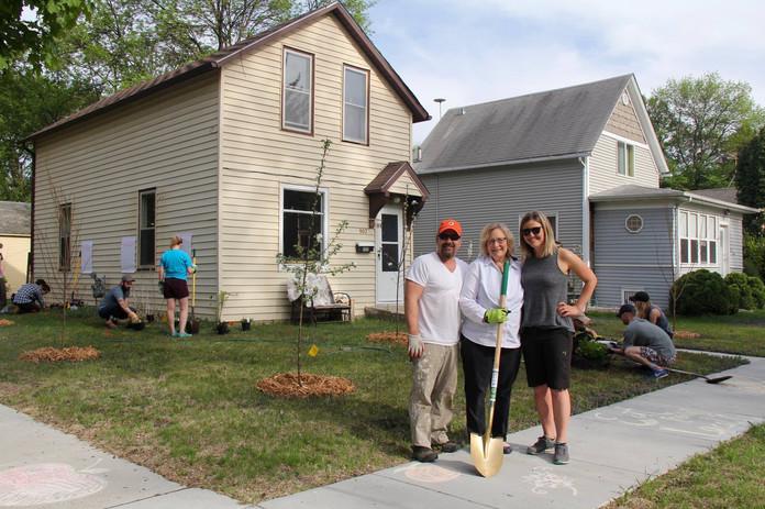Planting Day 2, with Mayor Williams.jpg