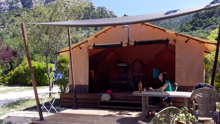 Exterieur lodge Buis camping 3 etoiles a