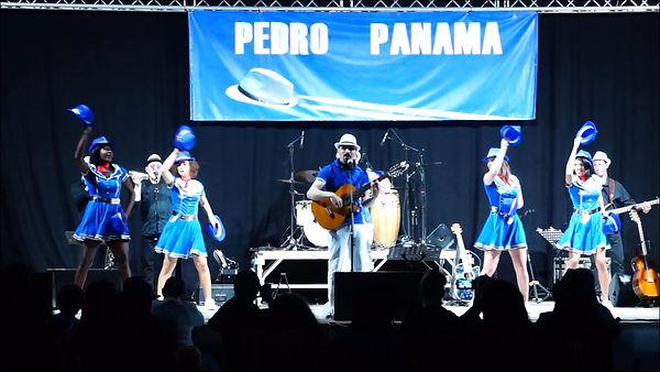 Pedro_&_ses_danseuses_hôtesses_de_l'air_