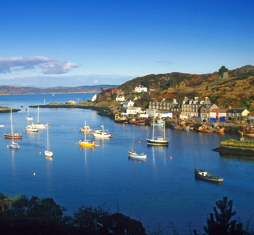 Boats-Moored-at-Tarbert-Scottish-Viewpoi