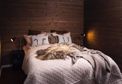 Hyggelig soverom med dobbeltseng