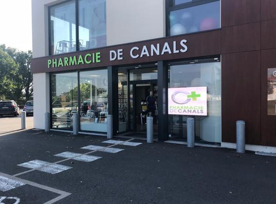 ECRAN VITRINE PHARMACIE CANALS.JPG