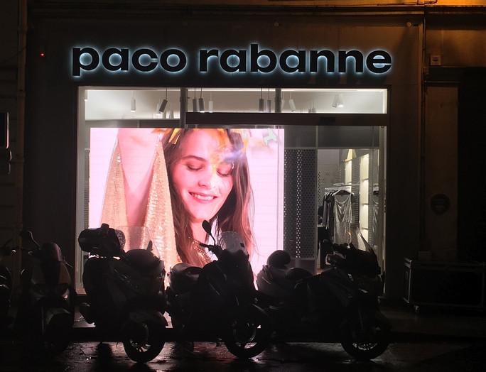 Vitrine-digitale-Pixelight-Paco-Rabanne-
