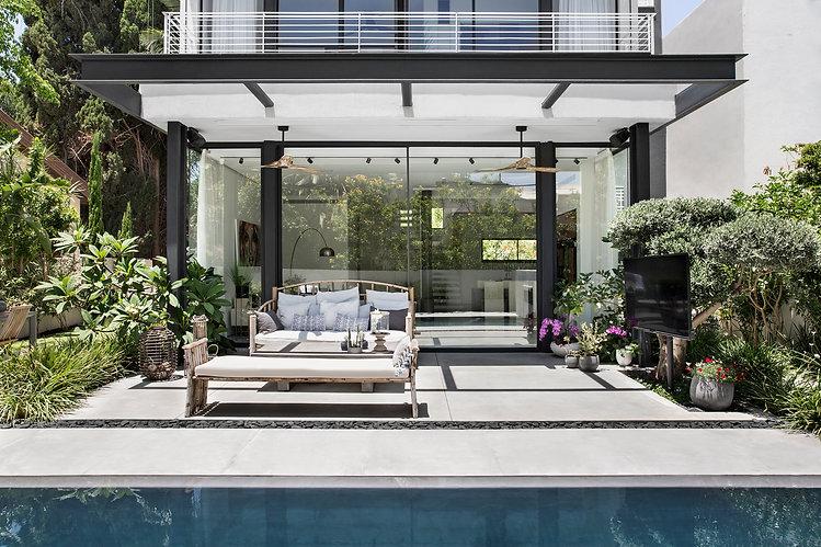 אדריכלות  ועיצוב פנים אדריכלית אפרת זילברמן. Efrat Silverman Architect  בית פרטי – חזית – מרפסת-בריכת שחיה-גינה