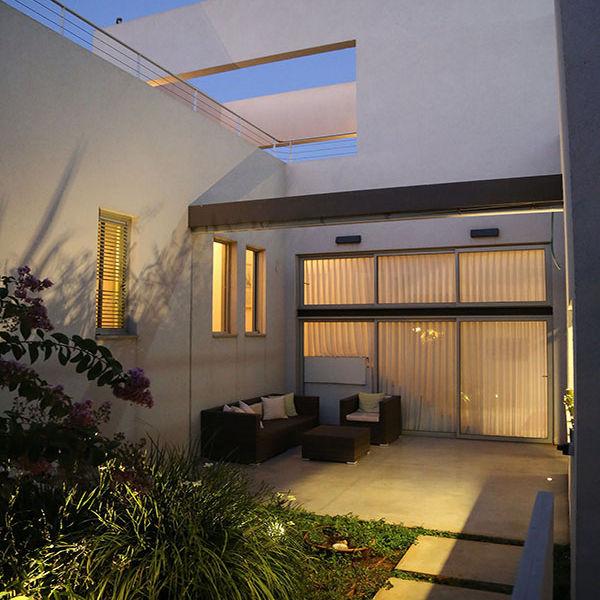 אדריכלות  ועיצוב פנים אדריכלית אפרת זילברמן. Efrat Silverman Architect  עיצוב פנים-אדריכלות-בית פרטי רמת השרון חלל כניסה- חזית כניסה - פטיו