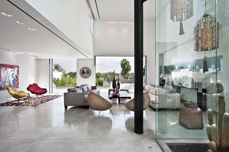 אדריכלות  ועיצוב פנים אדריכלית אפרת זילברמן. Efrat Silverman Architect  עיצוב פנים-אדריכלות-בית פרטי הרצליה פיתוח סלון-חלל מגורים-בטון מוחלק-חלל כפול-פטיו