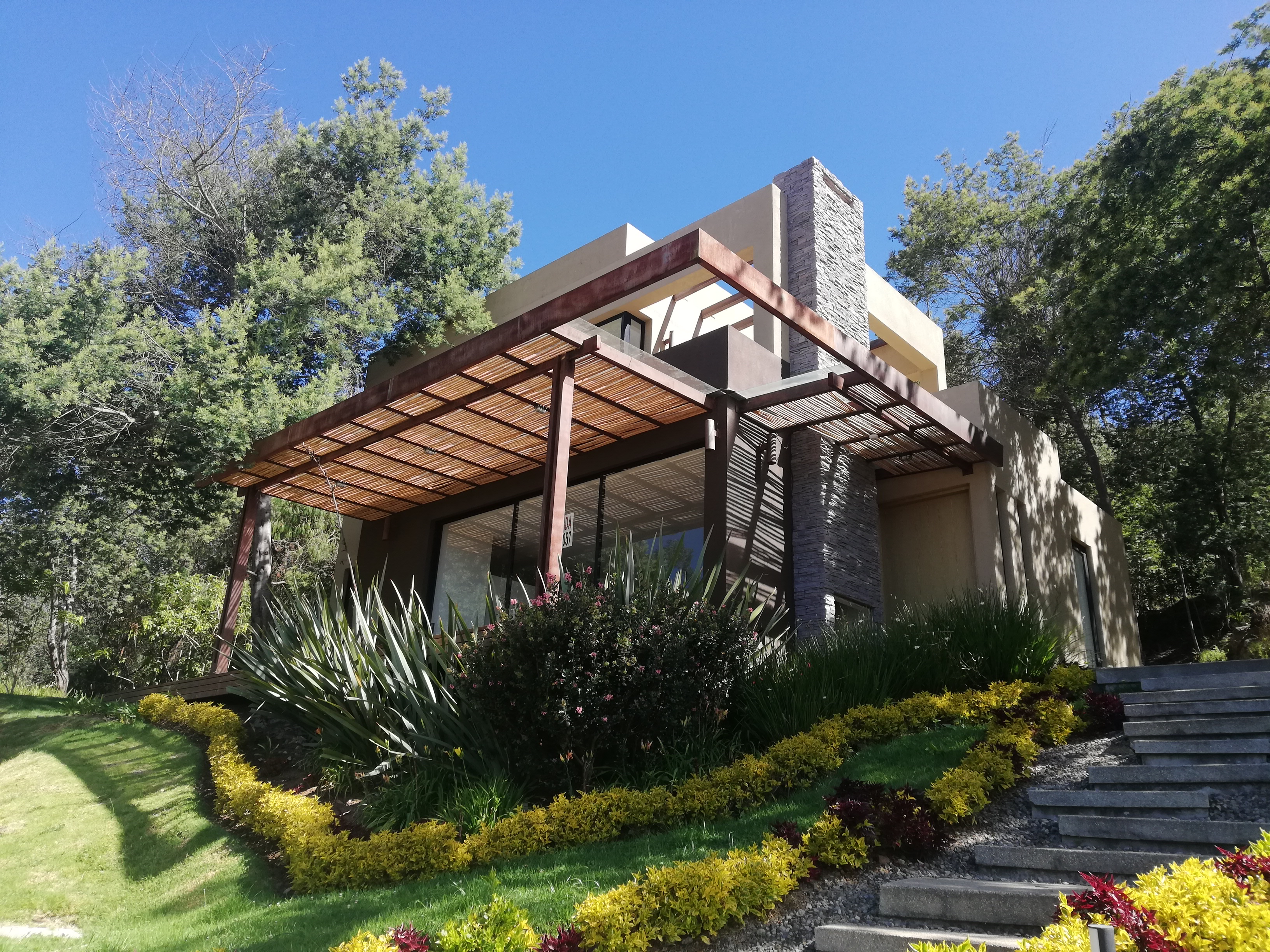 Fachada Frontal - Casa Valencia