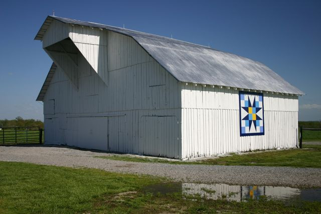 Barn with Quilt #3075