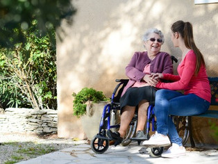 5 Tips for Visiting A Relative With Dementia in Hospice