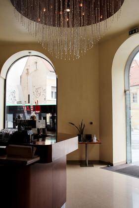 Eingang von Eat-Asia all you can eat und running Sushi Restaurant in Graz